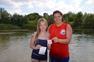 Tessa Steffens absolvierte als Erste in diesem Jahr unsere Schwimmschule. Sie trainierte mit unserer Rettungsschwimmerin Isabell Nimz.